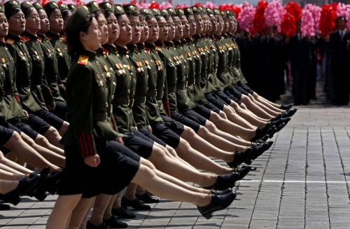 north-korean-female-soldiers-march-b7e9-diaporama.jpg