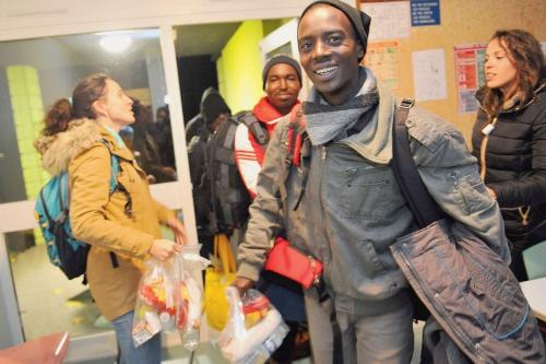 Migrants-arrivant-Pessat-Villeneuve-provenance-Calais-3-novembre-2015_0_1400_933.jpg