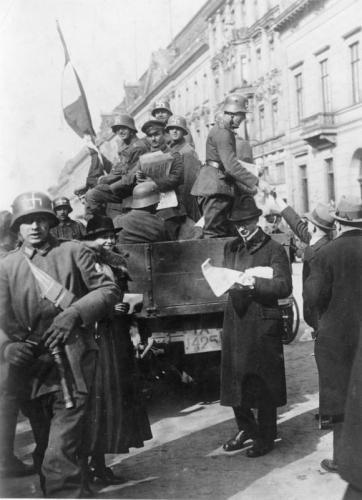 Bundesarchiv_Bild_183-R16976,_Kapp-Putsch,_Berlin.jpg