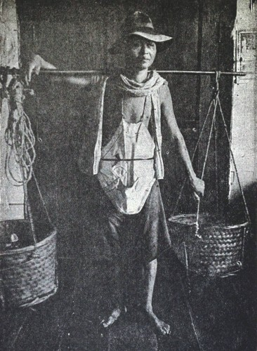 Chinese_coolie_in_the_Philippines,_1899.jpg