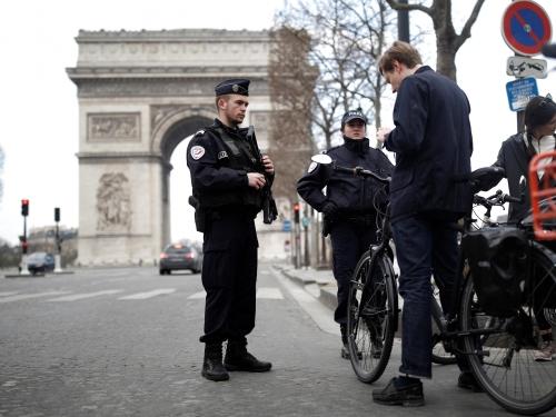 coronavirus-france-lockdown-police.jpg