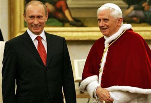 Poutine-et-Benoit-XVI_artic.jpg