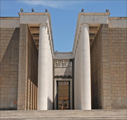 Lentrée_du_musée_de_la_civilisation_romaine_(EUR,_Rome)_(5904092579).jpg