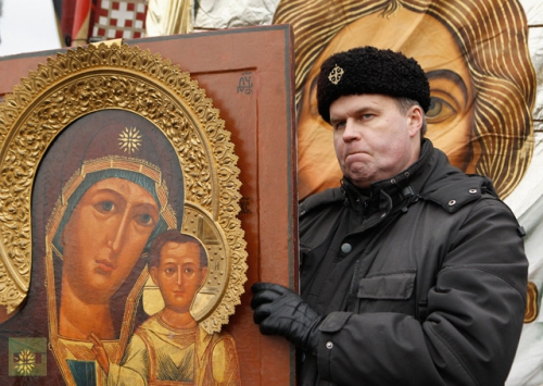 russian-icon-attends-demonstration.jpg