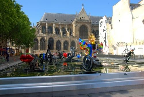 beaubourg-et-l-eglise-saint-merri-1273124591-1556588.jpg