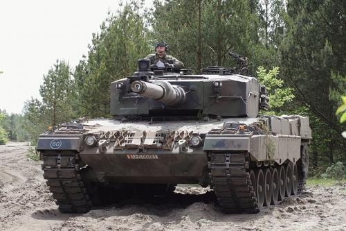 Austian_Leopard-2_camouflaged.jpg