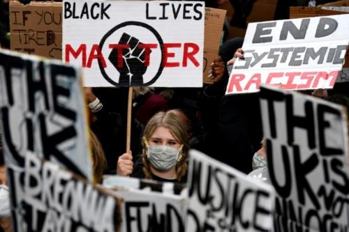 1317661-des-milliers-de-personnes-ont-manifeste-a-londres-le-6-juin-2020-contre-le-racisme-et-les-brutalites.jpg