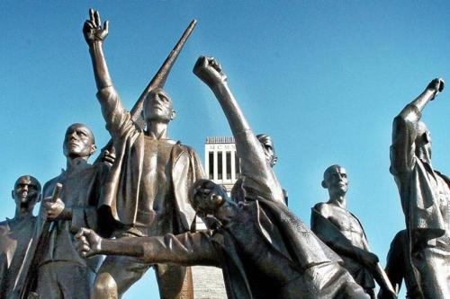 Buchenwald-Denkmal-auf-dem-Ettersburg-das-vor-60-Jahren-eingeweiht-wurde.jpg