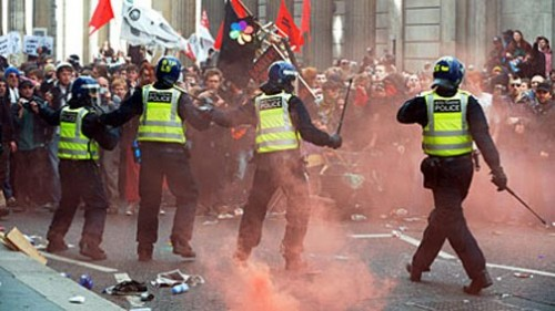 London-Riot-2011-Fighting-W.jpg
