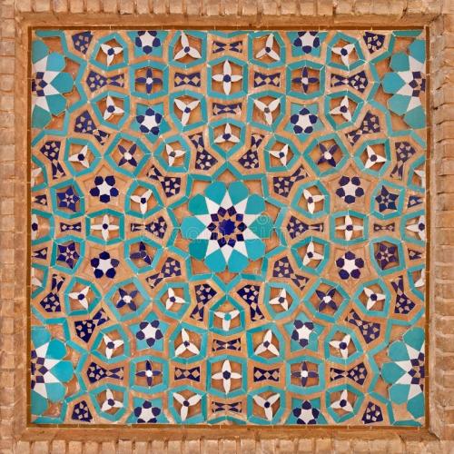 adorno-de-las-flores-en-el-modelo-iraní-islámico-hecho-de-tejas-y-de-ladrillos-56488024.jpg