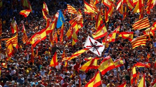 catalogne-350-000-manifestants-anti-independantiste-barcelone.jpg