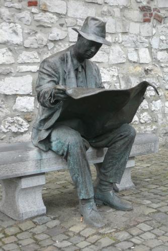 BE-Le lecteur de journal - 1.JPG