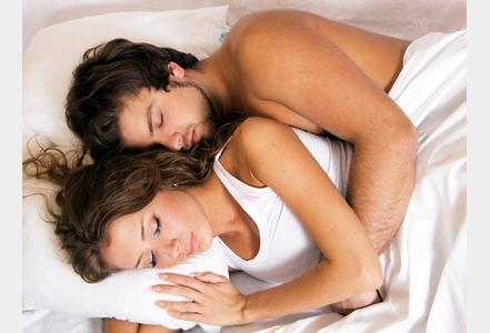 Couple-ce-que-dit-votre-maniere-de-dormir-a-deux.jpg