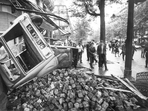 mai-68-barricades-saintmichel-paris.jpg