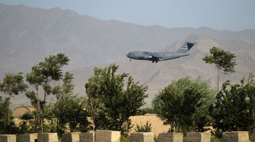 un-avion-de-transport-americain-atterrit-a-la-base-de-bagram-le-1er-juillet-2021-dans-le-cadre-du-depart-des-troupes-americaines-d-afghanistan_6313356.jpg
