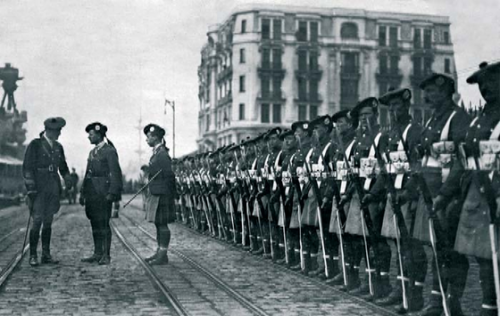 Occupation_of_Istanbul_-_British_troops_in_Galata.png