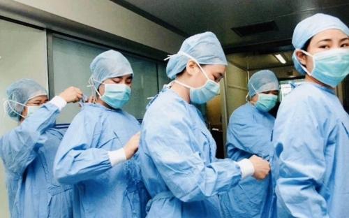 coronavirus-nurses-scrubs_trans_NvBQzQNjv4Bqeo_i_u9APj8RuoebjoAHt0k9u7HhRJvuo-ZLenGRumA.jpg