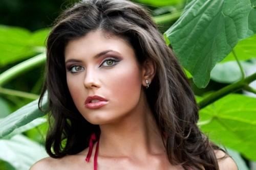 Miss-Univers-2010-une-Miss-Roumanie-peut-en-cacher-une-autre_reference.jpg