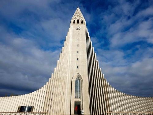 hallgrimskirkja-reykjavik-cr-alamy.jpg