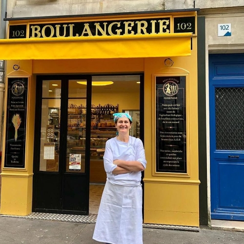 christel-regis-devant-la-boulangerie-persephone_6185446.jpg
