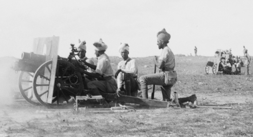 Indian_Army_QF_3.7_inch_gun_battery_Jerusalem_1917.jpg