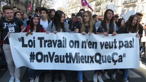 lyceens-etudiants-manifestent-contre-projet-loi-el-khomri-17-mars-2016-paris.jpg