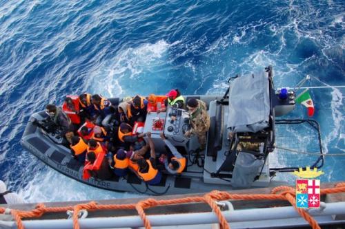 clandestins-secourus-marine-italienne.jpg