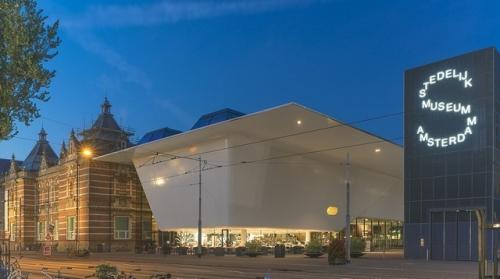 Amsterdam_Stedelijk_Museum.jpg