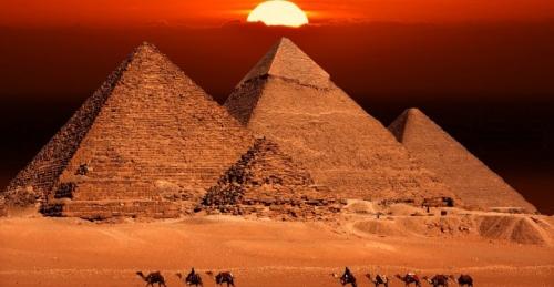 Pyramids-at-Giza-Sun-780x405.jpg