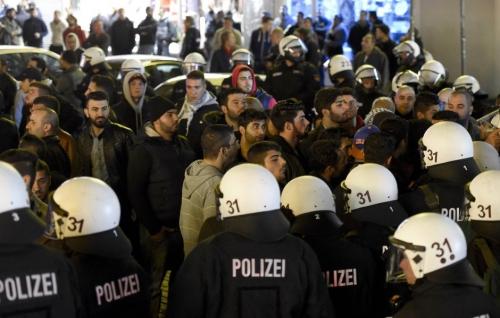 am-mittwochabend-konnten-polizisten-die-kurdischen-demonstranten-in-schach-halten.jpg