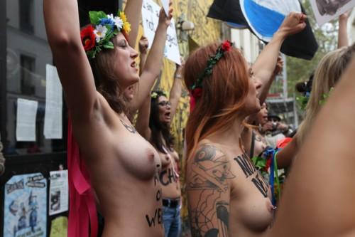femen-nude3-400_0.jpg