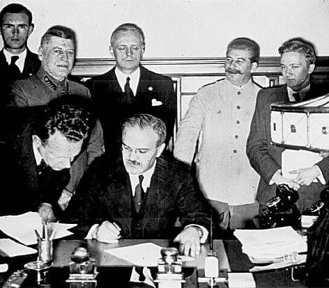 german_soviet_nonaggression_pact2530.jpg