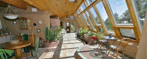 bad-base-autonome-durable-earthship-interior-700.jpg