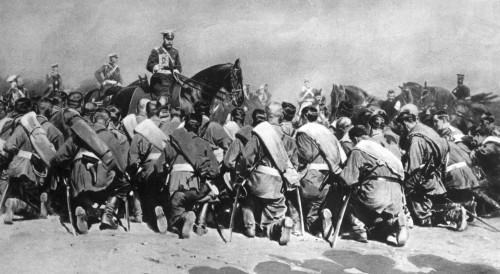 TzarNicholasAmongTroops.jpg