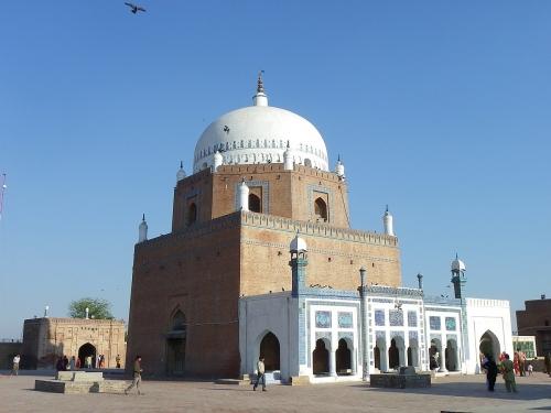 1200px-Bahauddin_Zakariya_Tomb_03.jpg