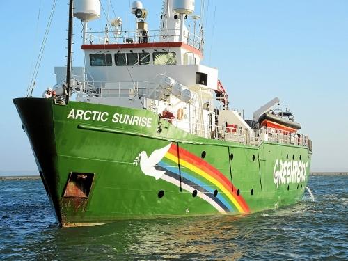 long-de-50-m-l-arctic-sunrise-peut-accueillir-30_5270393.jpg