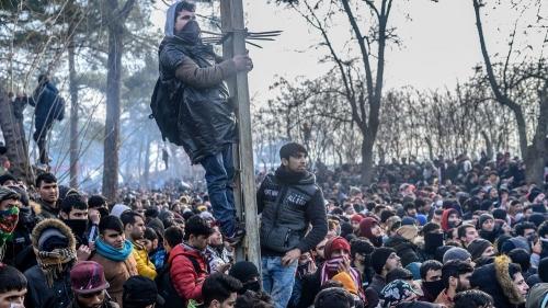 migrants-a-la-frontiere-entre-la-grece-et-la-turquie_6251460.jpg