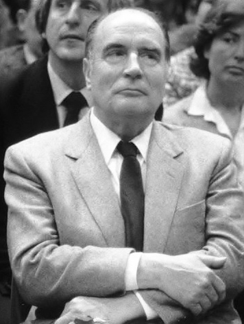 Mitterrand_(arms_folded).jpg