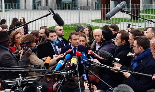 cropped-Macron-et-les-journalistes-e1497617706926.jpg