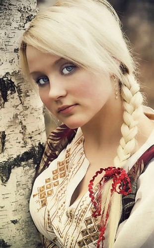 Braided-light-yellow-hairstyle-for-young-girls.jpg