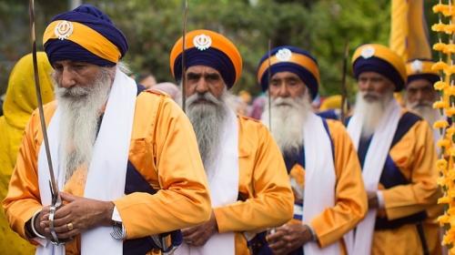 sikh-men-sabres-min.jpg