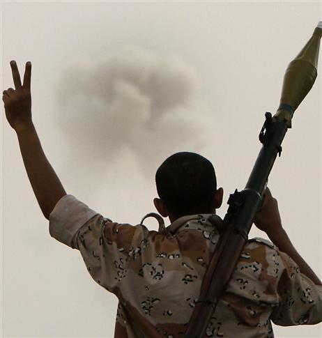 les-rebelles-saluaient-les-bombardements-hier-afp.jpg