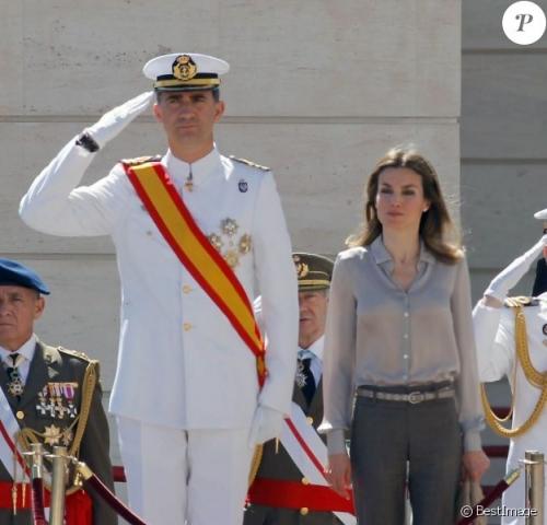 893854-le-prince-felipe-d-espagne-en-uniforme-624x600-2.jpg