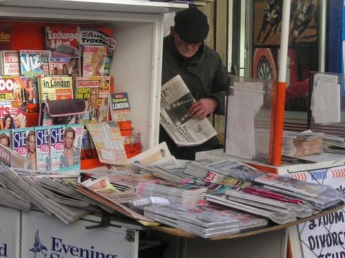800px-Newspaper_vendor.jpg