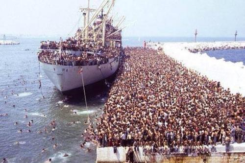 Migrantsgrouillants.jpg