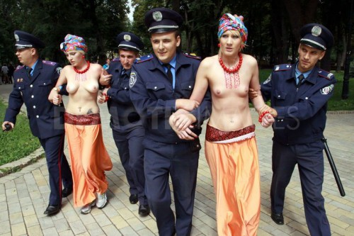 1314354523-femen-protest-during-independence-day-in-the-ukraine_803712.jpg