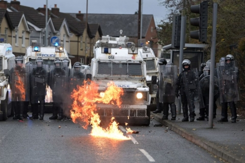 Nationalists-Attack-Police-On-The-Springfield-Road-In-Belfast-1232183256-960x640.jpg