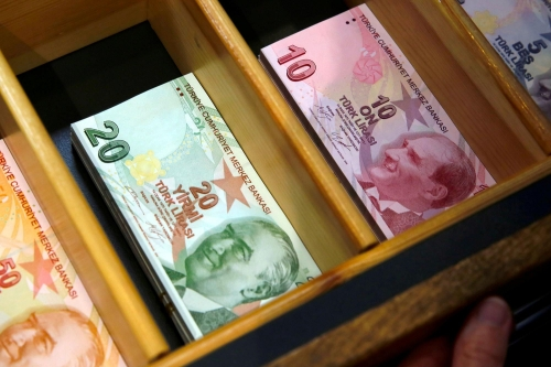 La-livre-turque-poursuit-sa-degringolade-perd-10-face-au-dollar-depuis-lundi.jpg