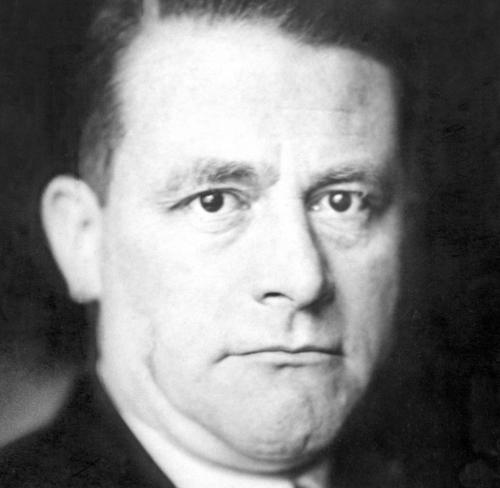 Carl-Schmitt-Jurist-D-1932.jpg