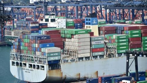 Hong-Kong-port-container-383878.jpg